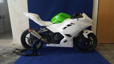Kawasaki ZX 400 2018 Sebimoto Rennverkleidung 4 tlg.  Höcker geschlossen für Moosgummi fairing 4 parts  tailsection close for foam rubber
